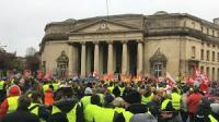 Grèves et gilets jaunes : la France en danger…